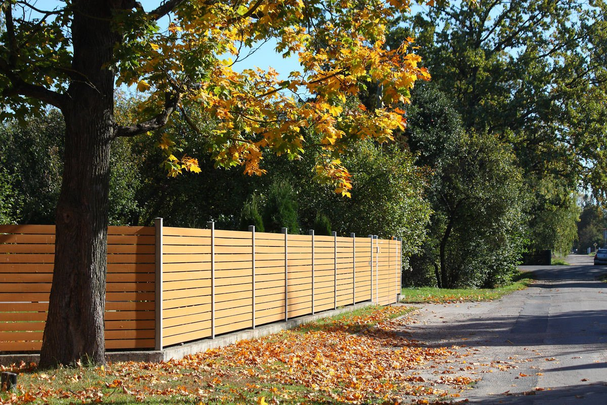 5 reasons for winter fence replacement pacific fence for Fence installation tips