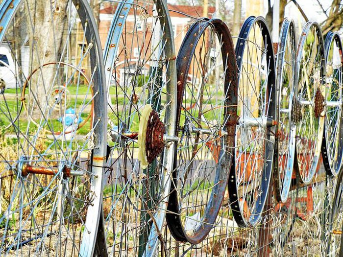 bike-wheel-fence