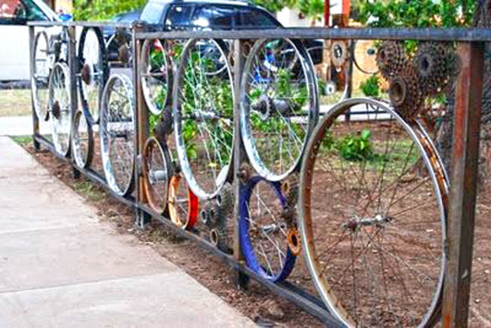 bike-wheels-short-fence