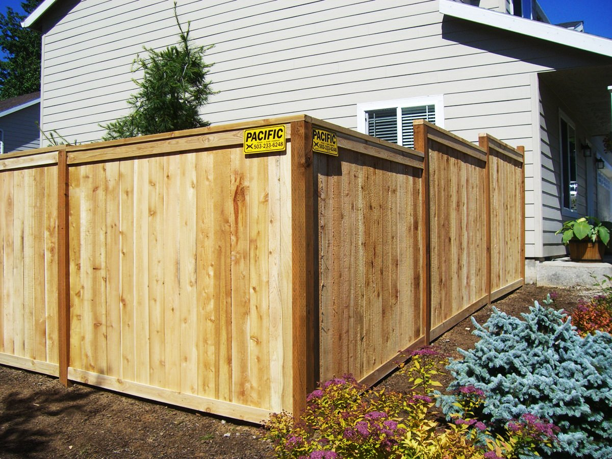 Read more about the article Rot Board Fence